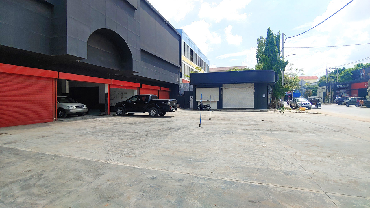 1350 Sq.m business warehouse for rent – main road, PP Thmei