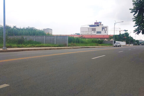 1792 Sq.m Commercial Land For Sale Face To Camko City 2