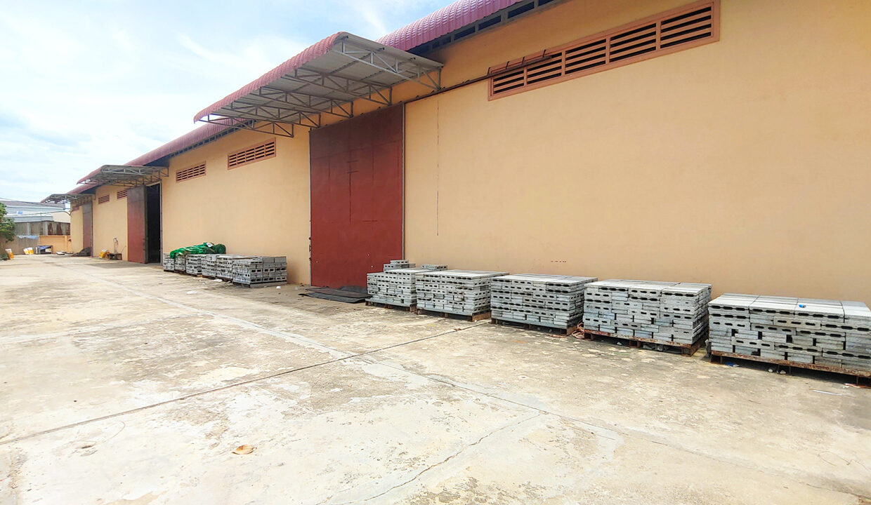 1955 Sq.m Warehouse For Rent In Sangkat Krang Thnong Area 2