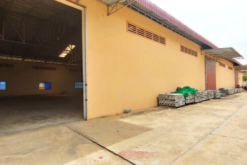 1955 Sq.m Warehouse For Rent In Sangkat Krang Thnong Area 3