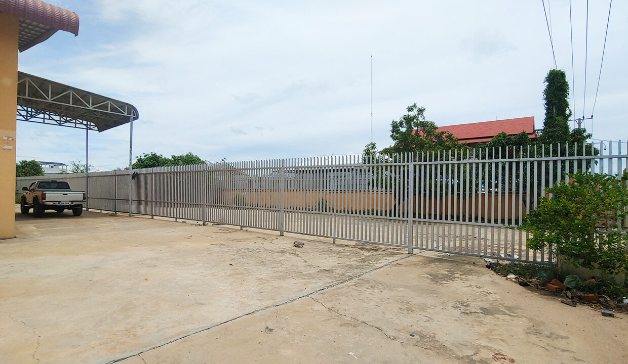 1955 Sq.m Warehouse For Rent In Sangkat Krang Thnong Area 4