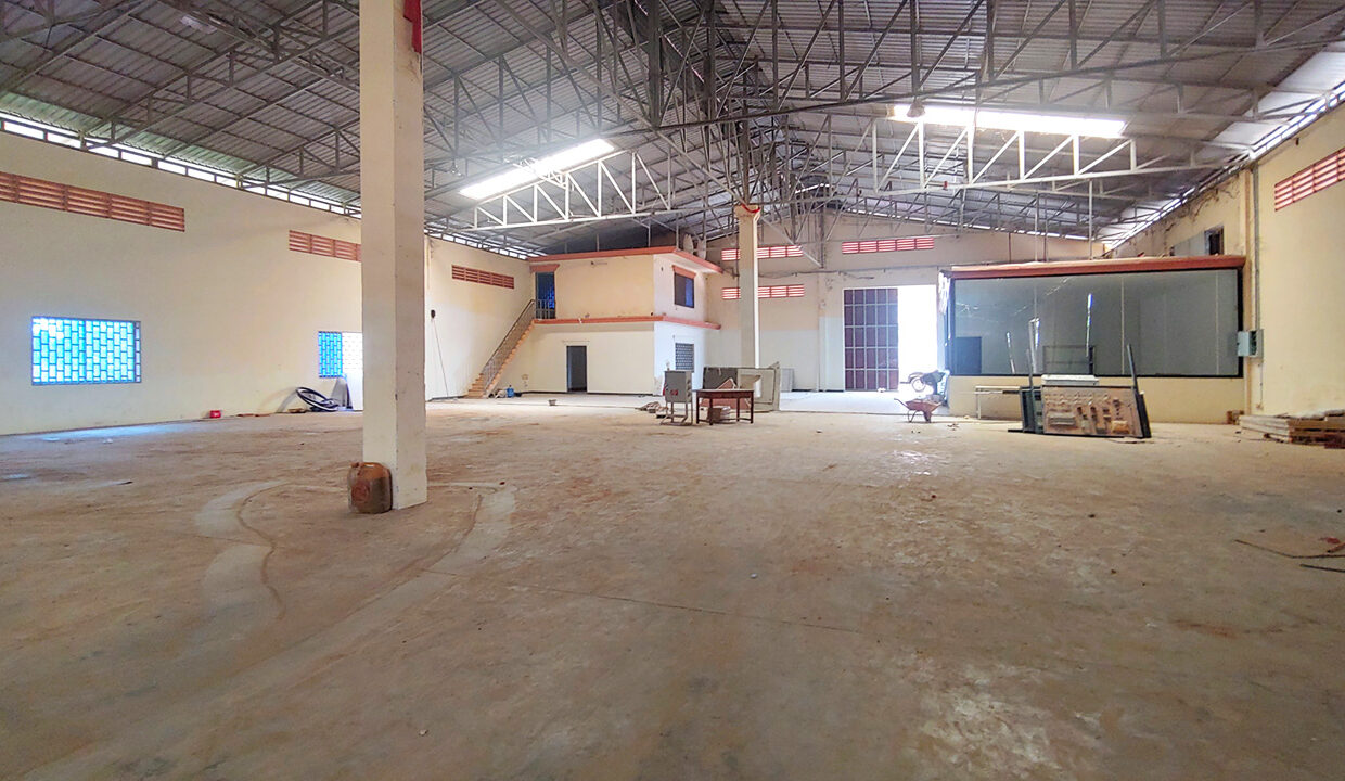 1955 Sq.m Warehouse For Rent In Sangkat Krang Thnong Area 6