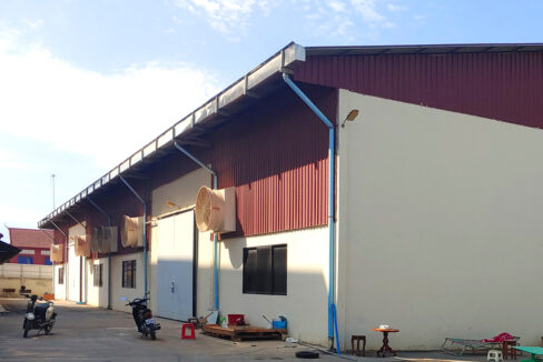 2241 Sq.m Land And Warehouse For Rent, Main Road Near Makro 1