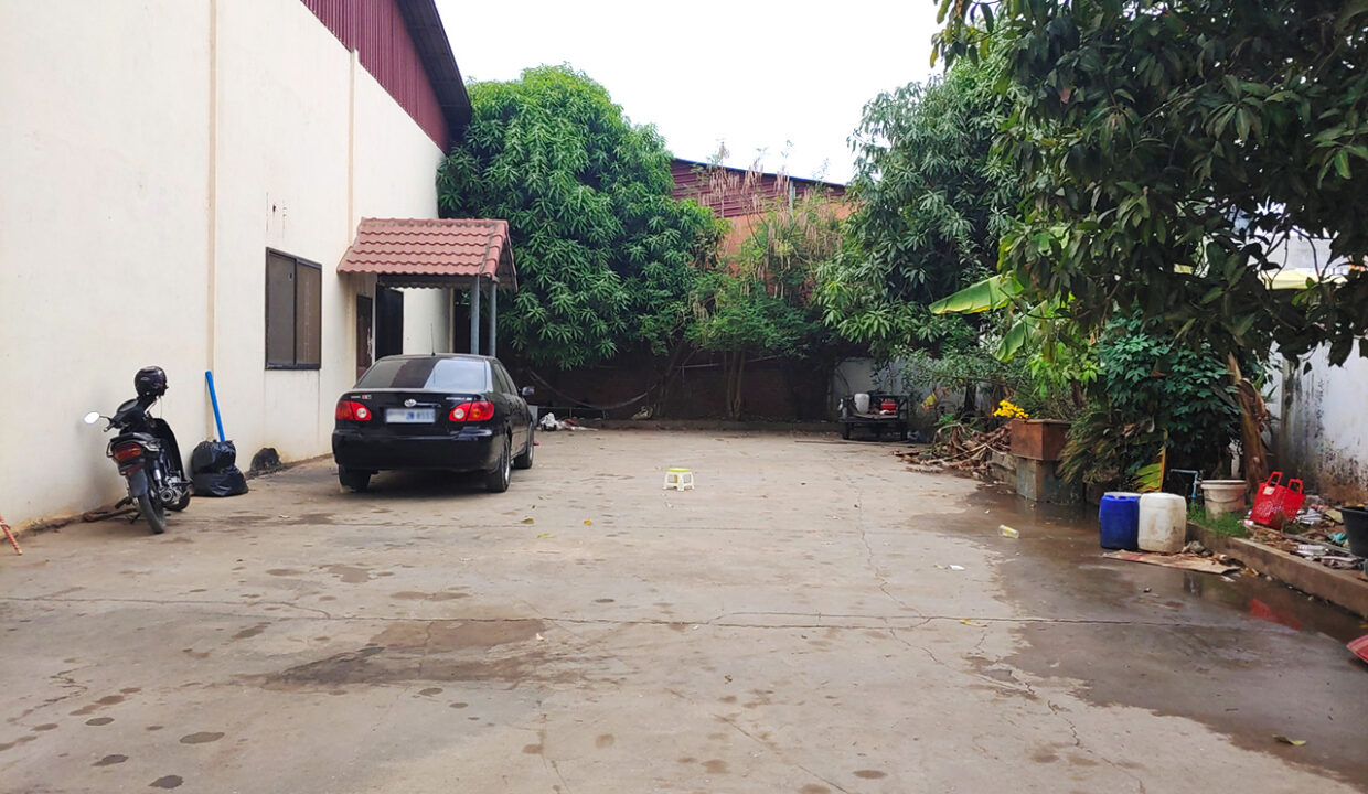 2241 Sq.m Land And Warehouse For Rent, Main Road Near Makro 2