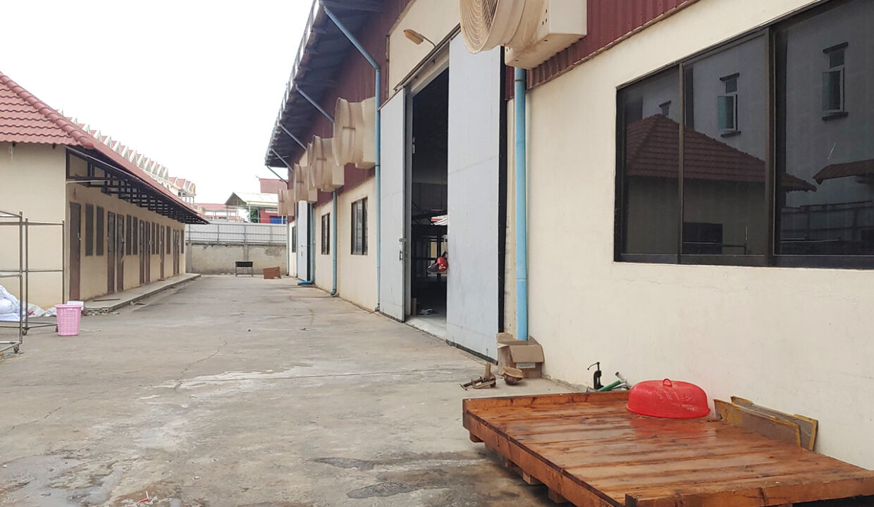 2241 Sq.m Land And Warehouse For Rent, Main Road Near Makro 3