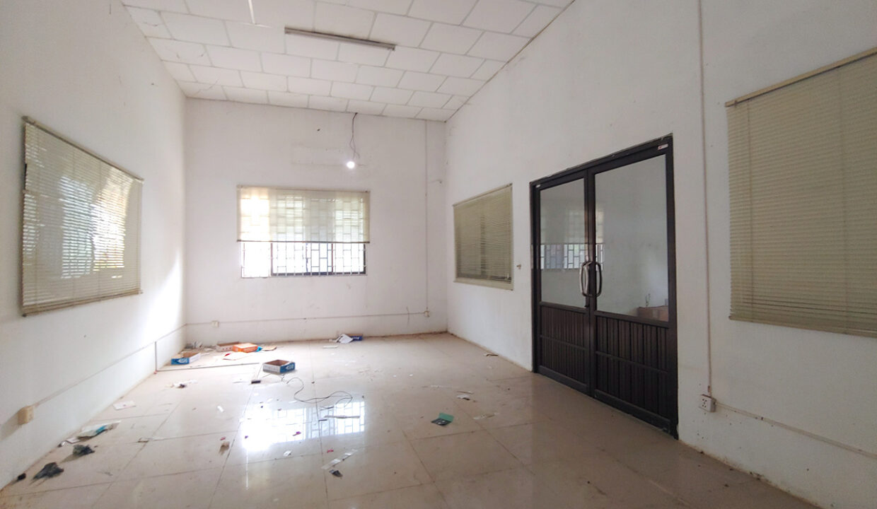 2241 Sq.m Land And Warehouse For Rent, Main Road Near Makro 6