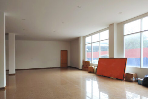430 Sqm Retail:business Space For Rent Near IU 5