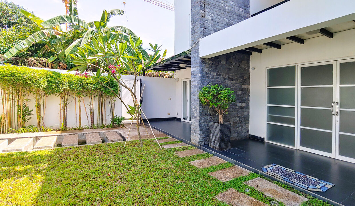 5 Bedrooms Villa With Pool For Rent @ Boueng Kak 2 1
