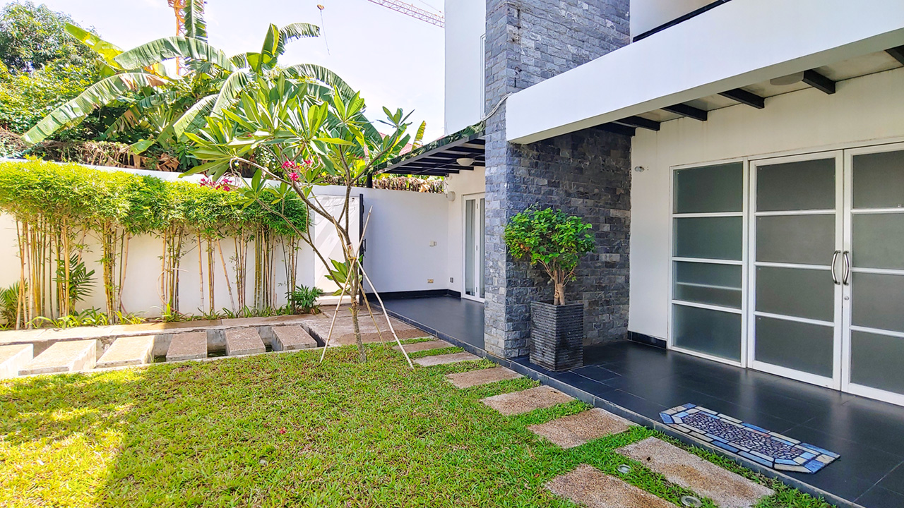 5 Bedrooms villa with pool for rent @ Boueng Kak 2