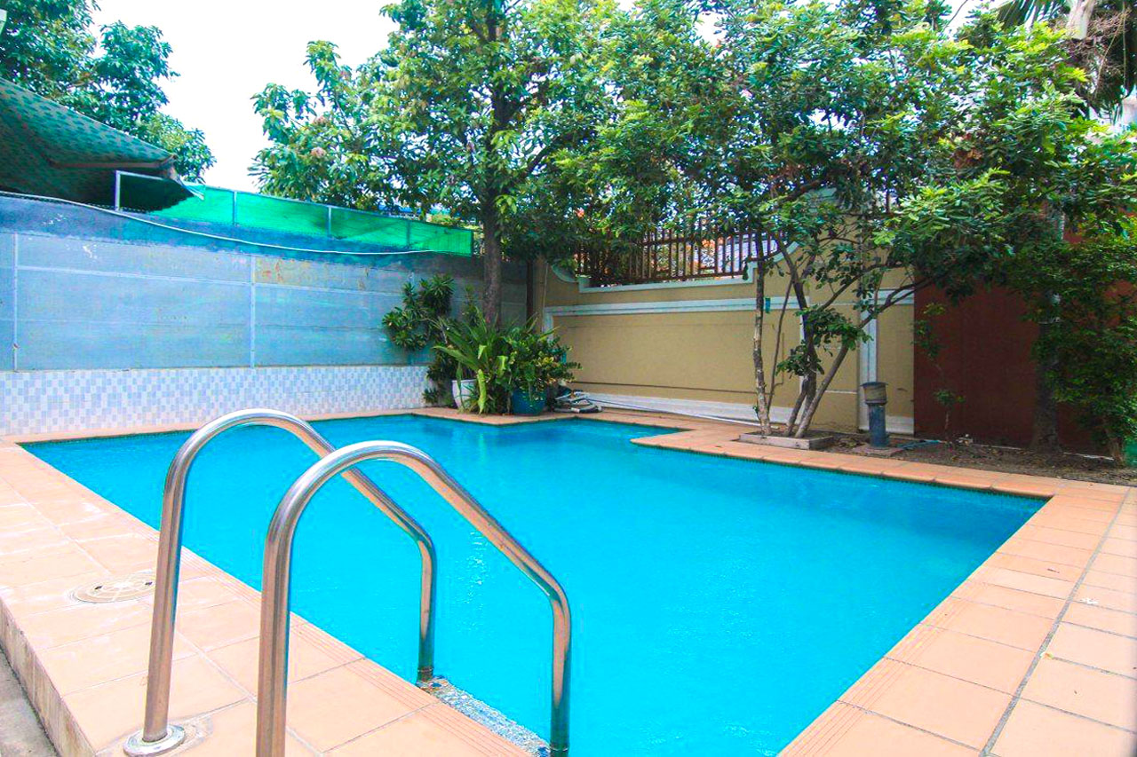 5 bedrooms villa with a pool for rent – Toul Tum Poung 2