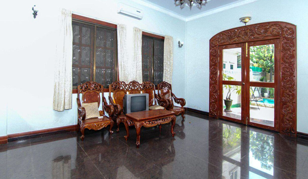 5 Bedrooms Villa With A Pool For Rent Toul Tum Poung 2 5
