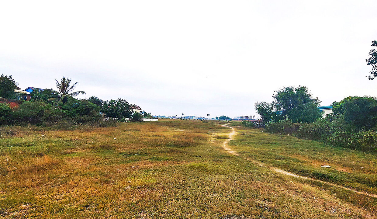 6.65 Land For Sale Along National Road 4, Trapeang Kong Commune Img1