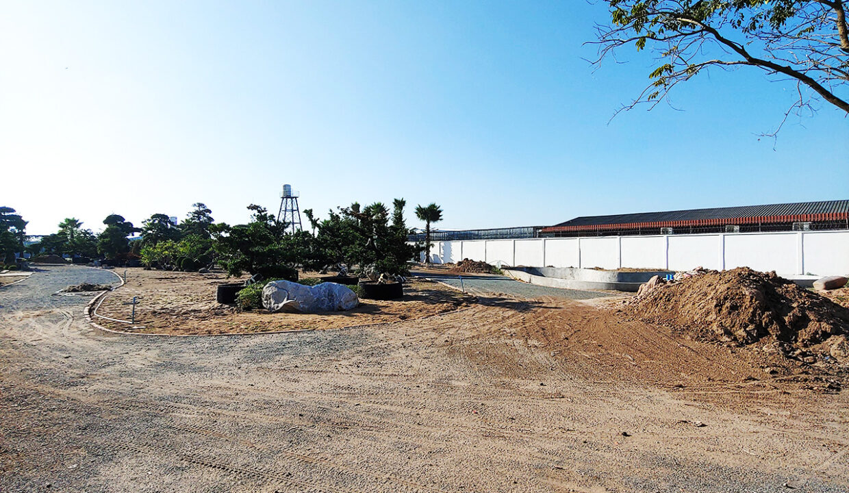 6000 Sq.m Land With Warehouse For Rent Along Main Road Img1