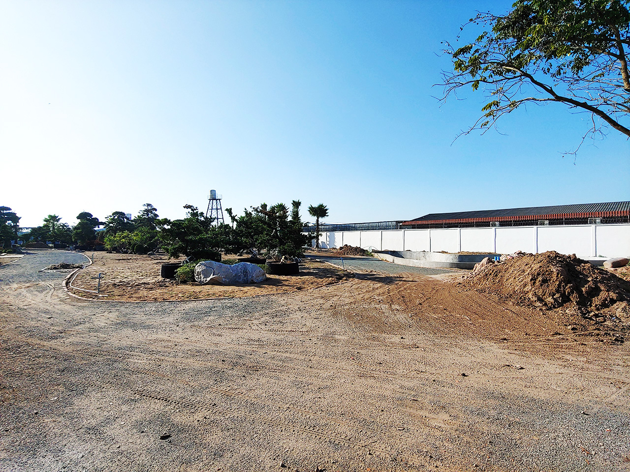6000 Sq.m land with warehouse for rent along main road