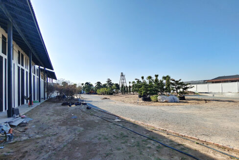 6000 Sq.m Land With Warehouse For Rent Along Main Road Img3