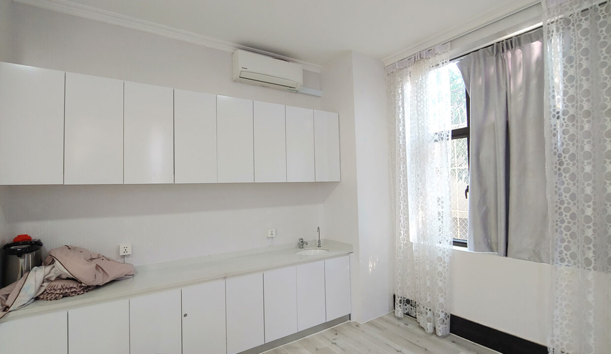 A Stunning 68 Sq.m Office Space For Rent In BKK 1 Img4