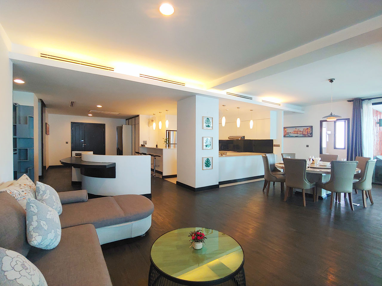 Beautiful 4 Beds Penthouse apartment for rent in Tonle Bassac area
