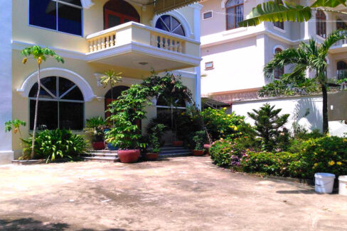 Beautiful Garden With Pool Villa For Rent In Toul Kork Img1