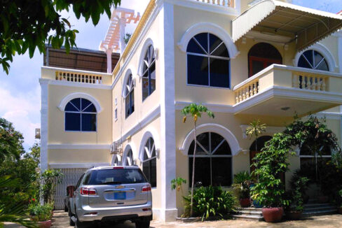 Beautiful Garden With Pool Villa For Rent In Toul Kork Img2