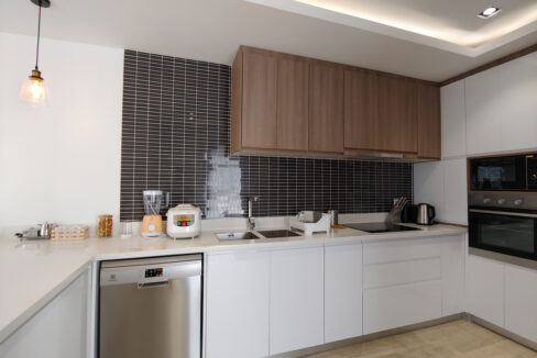Brand New 4 Bedrooms Apartment Unit For Rent In BKK 1 Area Img6