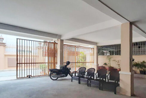 10 Beds Whole Apartment For Rent @ Toul Kork Area Img5
