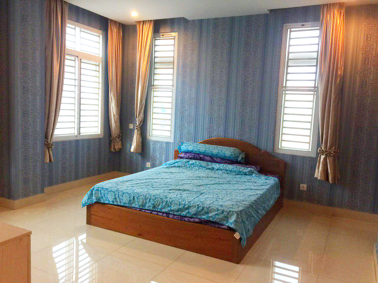 10-room whole apartment for rent @ Boeung Trabaek area