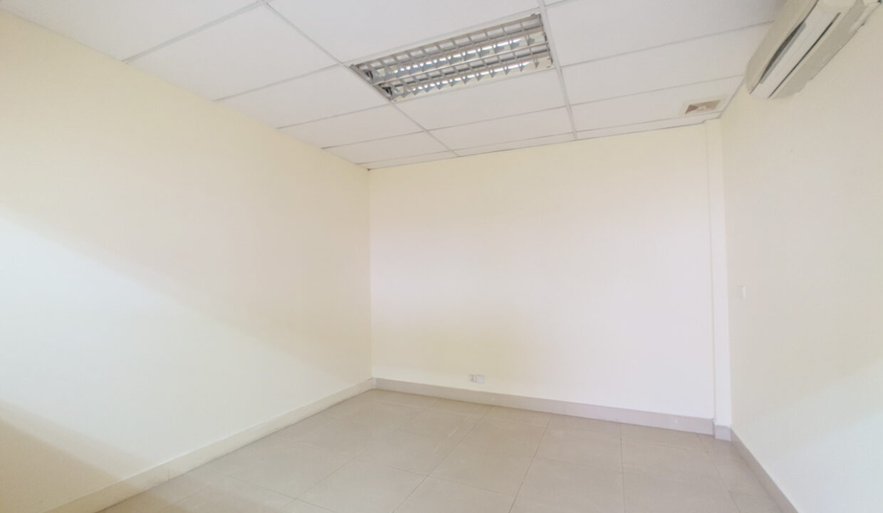111 SQM Office Space For Rent Near Central Market Img4