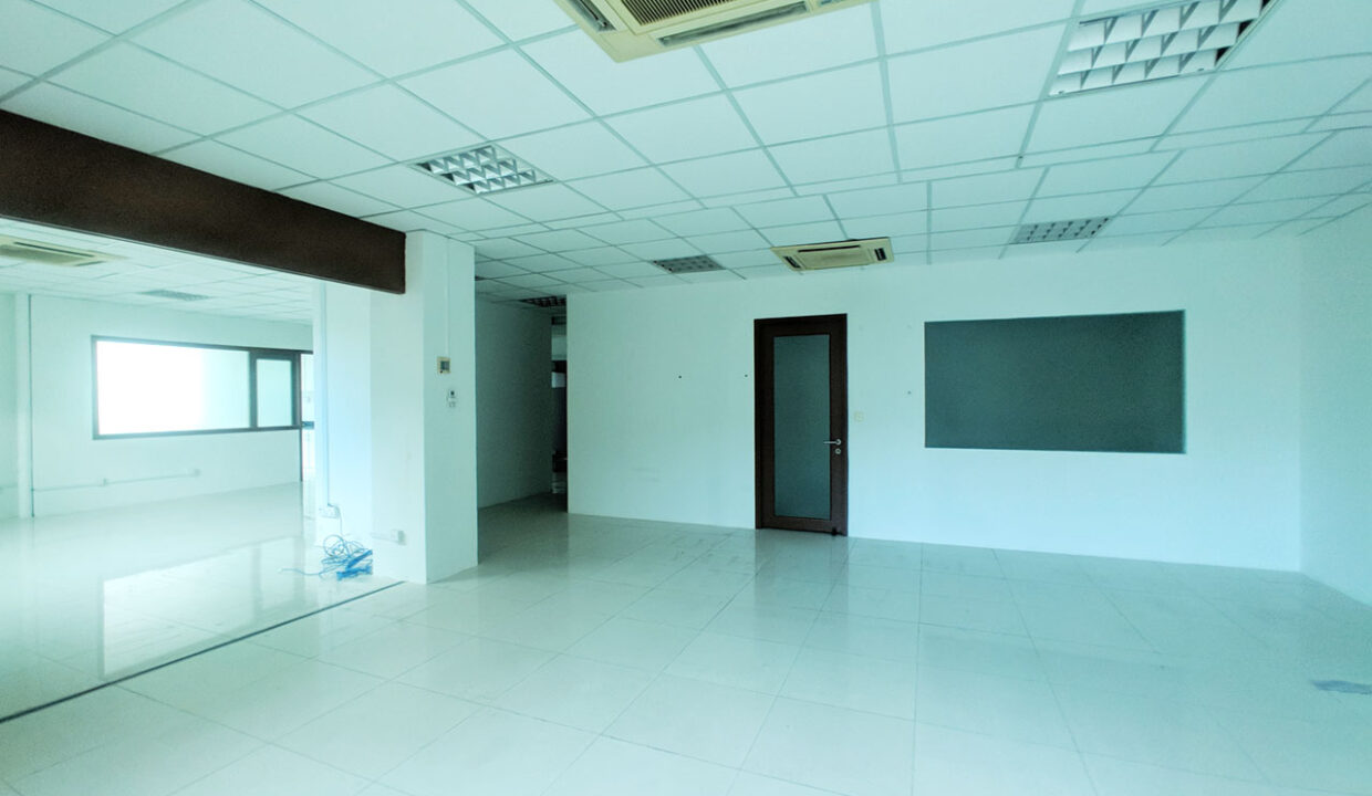 136 Sq M Office Space For Rent @ Daun Penh Area Img3