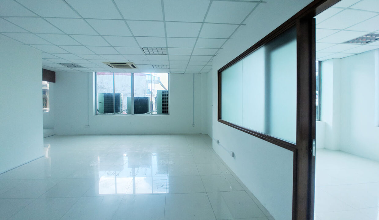 136 Sq M Office Space For Rent @ Daun Penh Area Img4