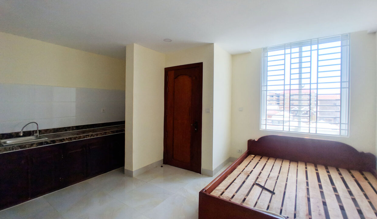 14 Room House Apartment For Rent @ Tuol Kork Area Img6