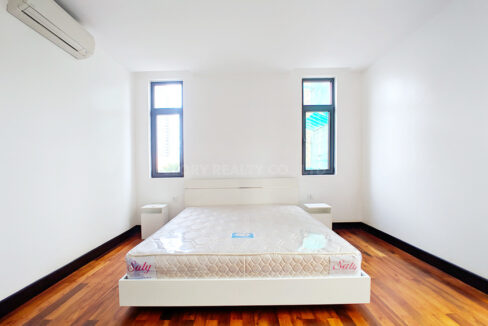 2 Bedrooms Condo For Rent Near France Embassy Img1