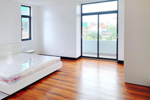 2 Bedrooms Condo For Rent Near France Embassy Img3