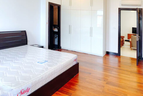 2 Bedrooms Condo For Rent Near France Embassy Img4