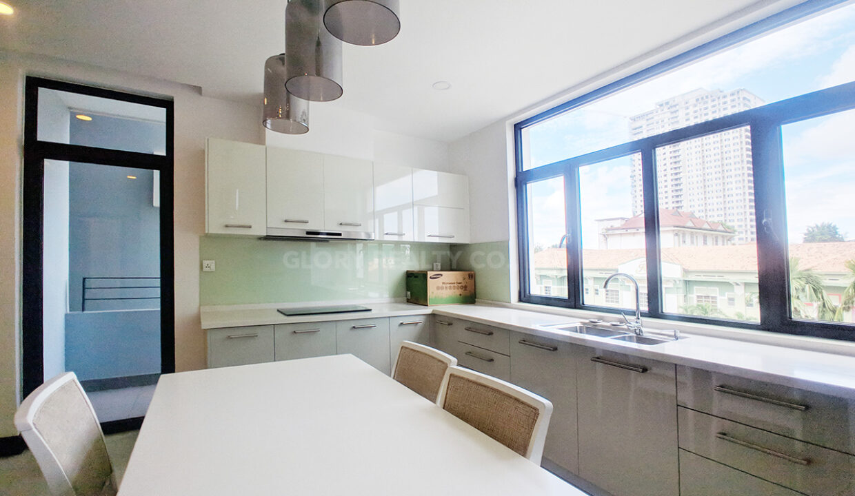 2 Bedrooms Condo For Rent Near France Embassy Img6
