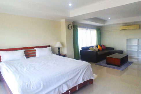 3 Master Beds Plus 1 Small Room Penthouse For Rent @ BKK 1 Img1