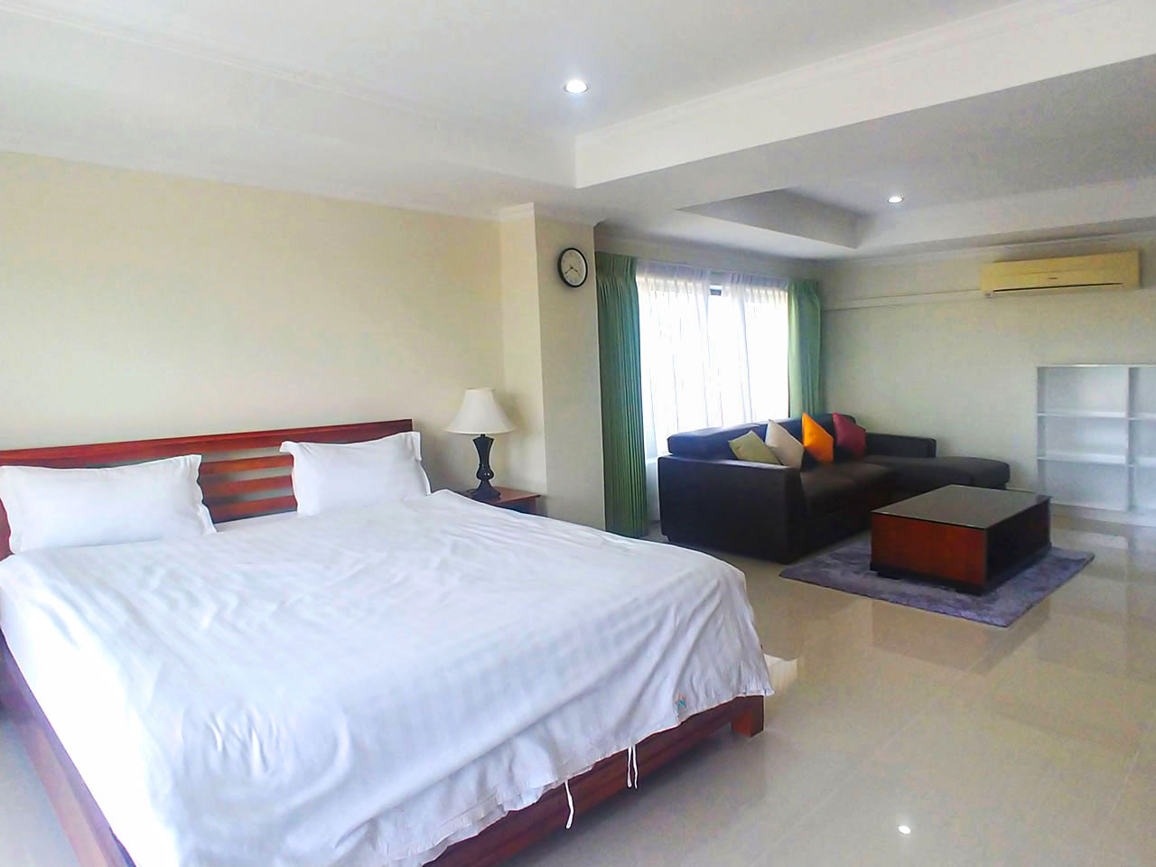 3 Master beds plus 1 small room penthouse for rent @ BKK 1
