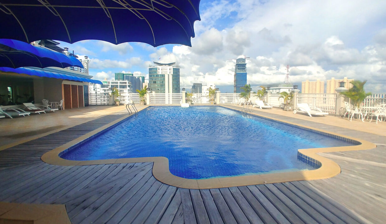 3 Master Beds Plus 1 Small Room Penthouse For Rent @ BKK 1 Img11