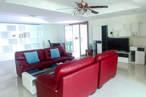 3 Master Beds Plus 1 Small Room Penthouse For Rent @ BKK 1 Img2