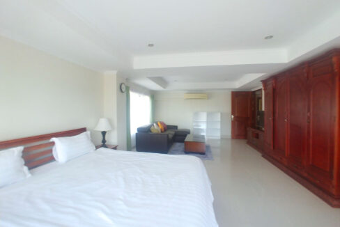 3 Master Beds Plus 1 Small Room Penthouse For Rent @ BKK 1 Img4