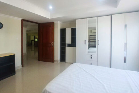 3 Master Beds Plus 1 Small Room Penthouse For Rent @ BKK 1 Img5