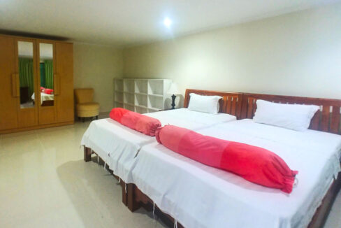 3 Master Beds Plus 1 Small Room Penthouse For Rent @ BKK 1 Img6