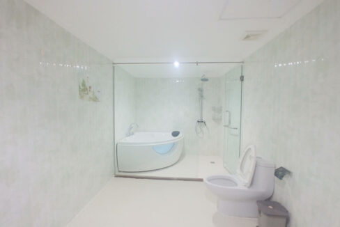 3 Master Beds Plus 1 Small Room Penthouse For Rent @ BKK 1 Img7