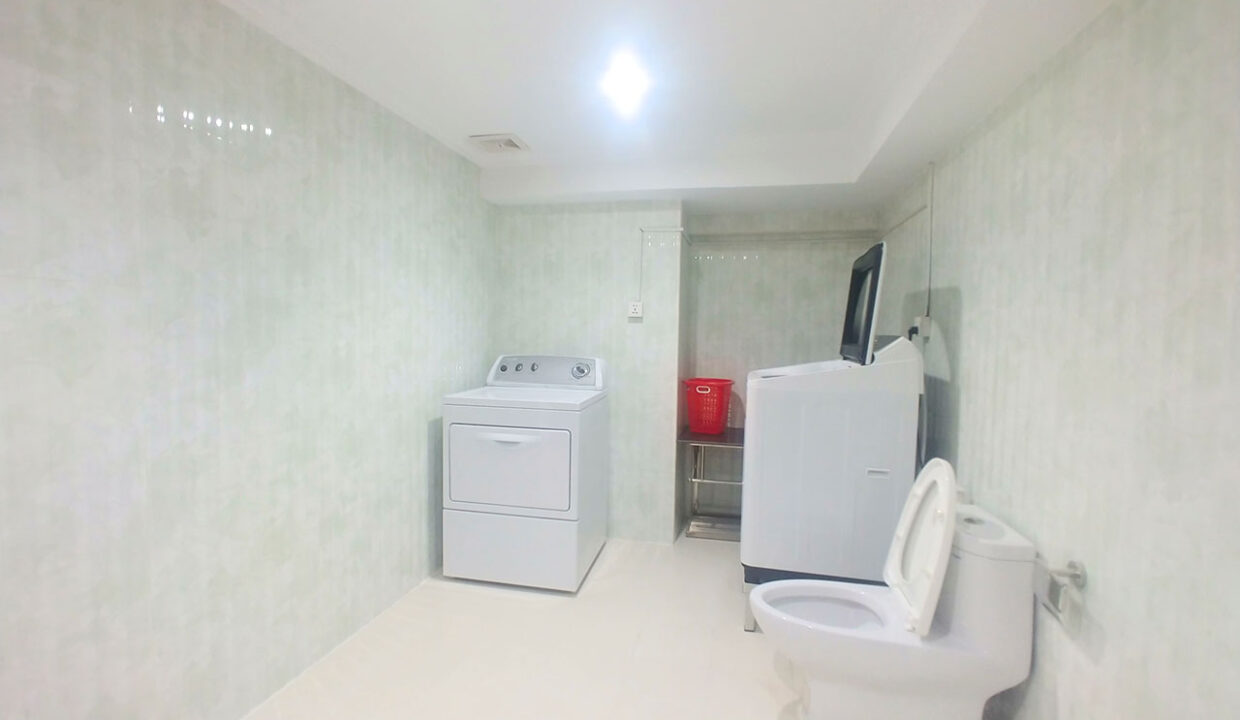 3 Master Beds Plus 1 Small Room Penthouse For Rent @ BKK 1 Img8