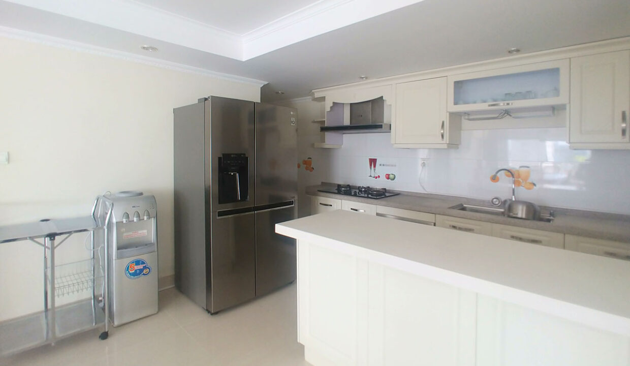 3 Master Beds Plus 1 Small Room Penthouse For Rent @ BKK 1 Img9