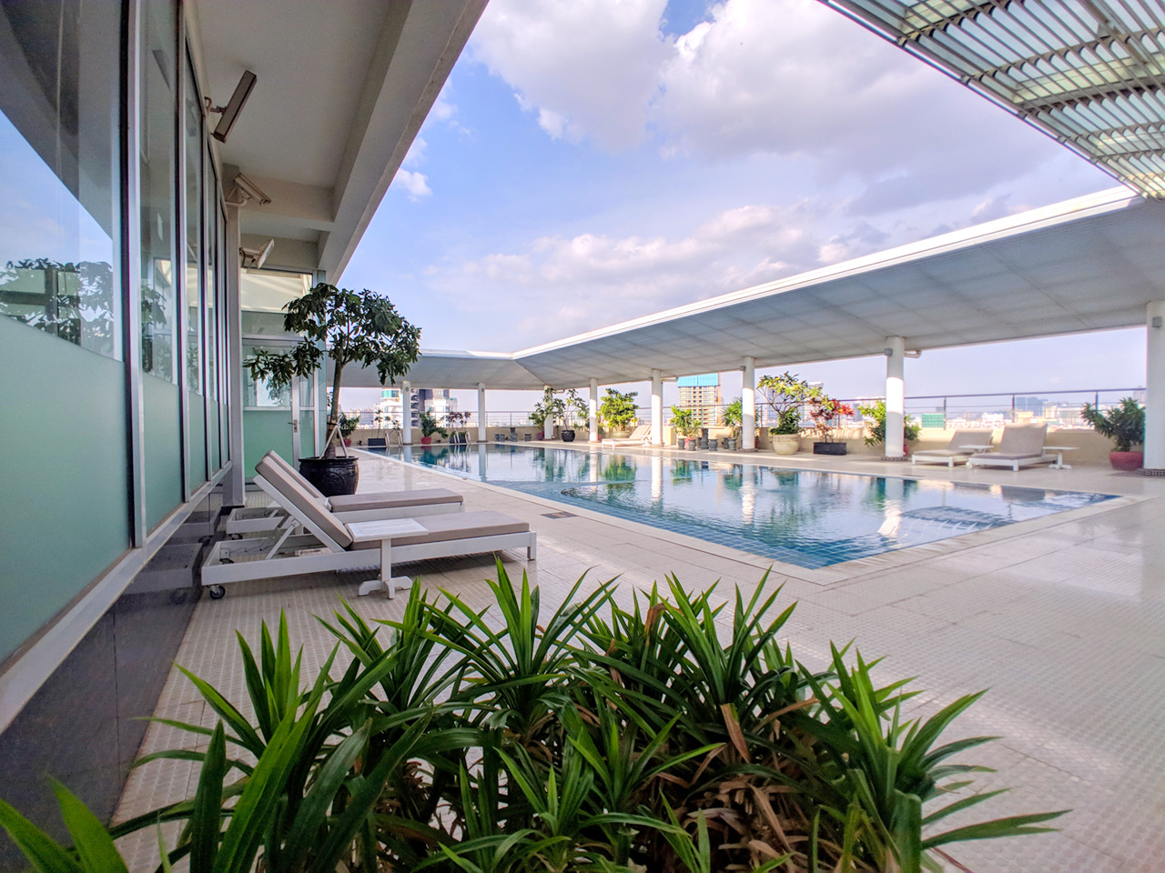 4 Beds penthouse apartment for rent @ Tuol Kork area