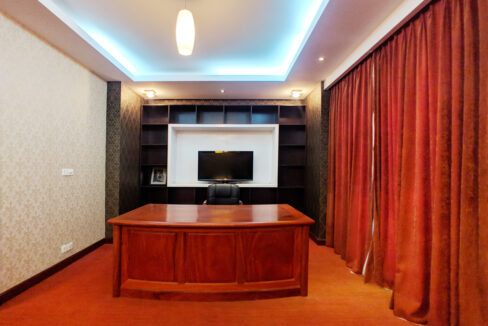 4 Beds Penthouse Apartment For Rent @ Tuol Kork Area Img13