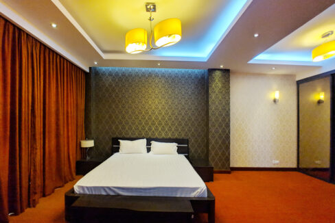 4 Beds Penthouse Apartment For Rent @ Tuol Kork Area Img14