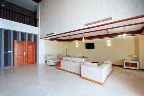4 Beds Penthouse Apartment For Rent @ Tuol Kork Area Img2