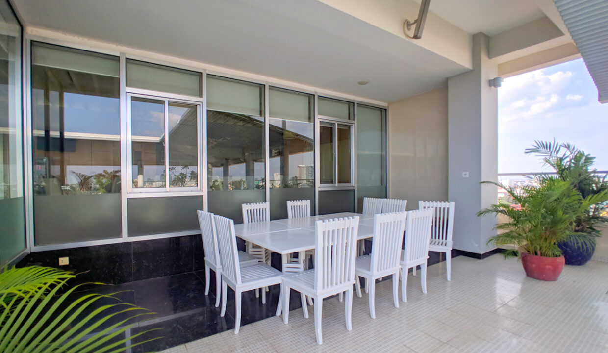 4 Beds Penthouse Apartment For Rent @ Tuol Kork Area Img20