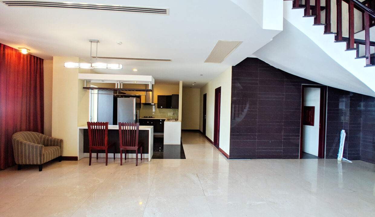 4 Beds Penthouse Apartment For Rent @ Tuol Kork Area Img5